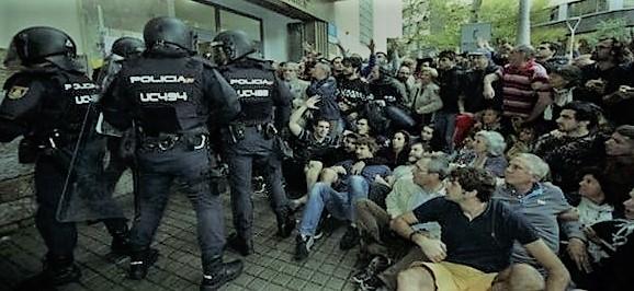 Porras contra urnas. Represión fascista de un gobierno franquista.